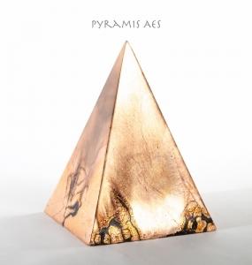 Terra-Nigra-Pyramis_Aes_Antik